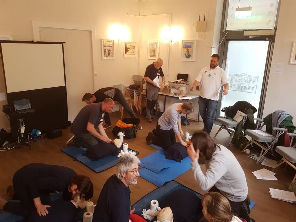 Training session for outdoor first aid